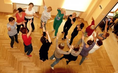 Zajęcia z tańca żydowskiego na Uniwersytecie Trzeciego Wieku Fundacji Shalom