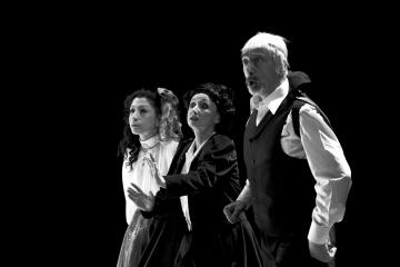 Kafka tańczy / reż. Lech Mackiewicz / fot. Adam Hanuszkiewicz / na zdjęciu Katarzyna Post, Joanna Przybyłowska, Marek Węglarski