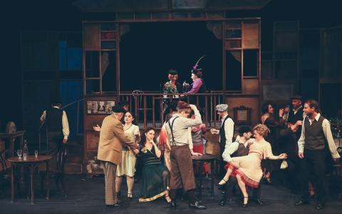 Oberża pod złotym rogiem to spektakl muzyczny Teatru Żydowskiego w Warszawie w reżyserii Szymona Szurmieja.