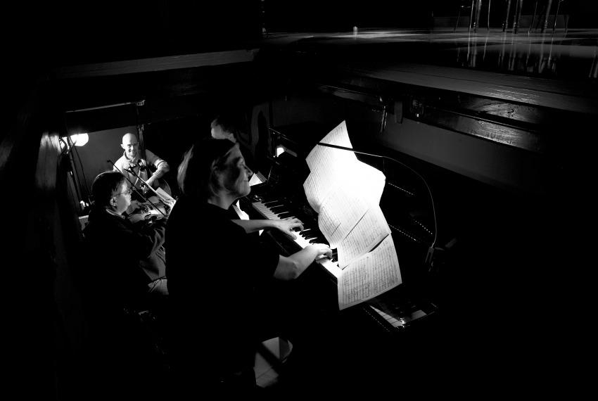 Kafka tańczy / reż. Lech Mackiewicz / fot. Adam Hanuszkiewicz / na 1 planie Teresa Wrońska