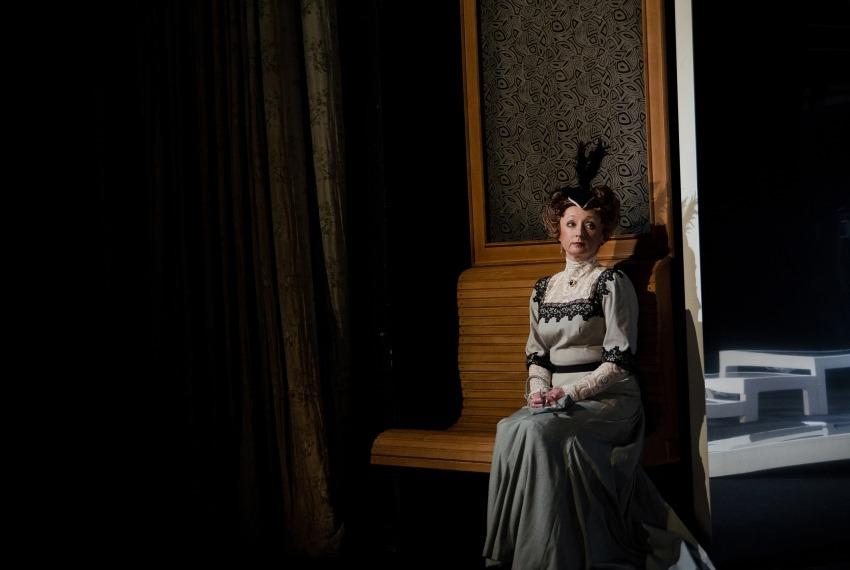 Marienbad / reż. M.Wojtyszko / fot. A.Wencel / na zdjęciu Joanna Przybyłowska