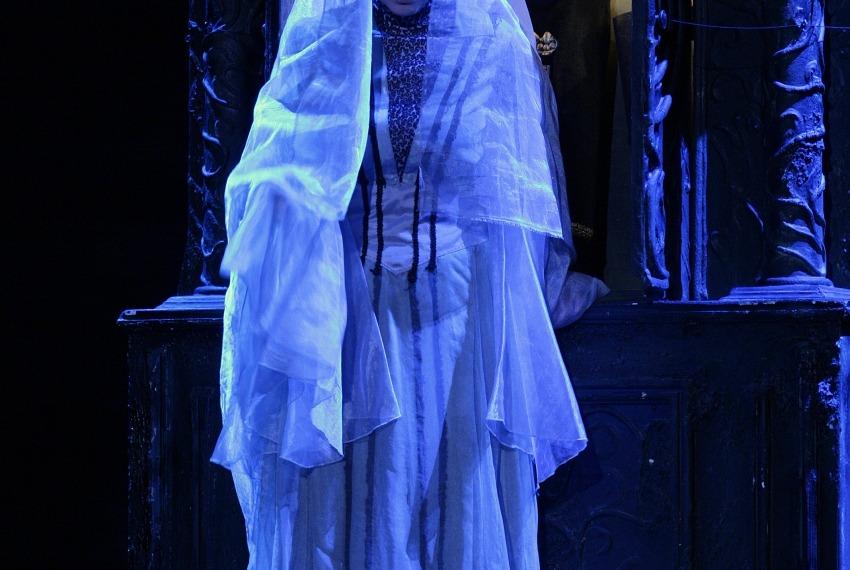 Między dniem a nocą. Dybuk / reż. Szymon Szurmiej / fot. Joanna Młynarska / na zdjęciu Ernestyna Winnicka