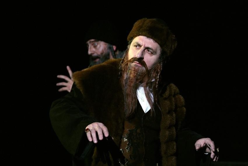 Między dniem a nocą. Dybuk / reż. Szymon Szurmiej / fot. Joanna Młynarska / na zdjęciu Henryk Rajfer