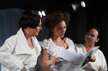 One same / reż.Karolina Kirsz / fot. M.Kuc / na zdjęciu Ewa Dąbrowska, Sylwia Najah i Alina Świdowska