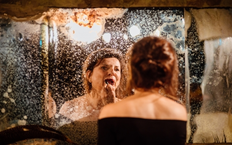 Ginczanka. Chodźmy stąd - monodram w reżyserii Krzysztofa Popiołka. Zrealizowany przez Teatr Żydowski w Warszawie