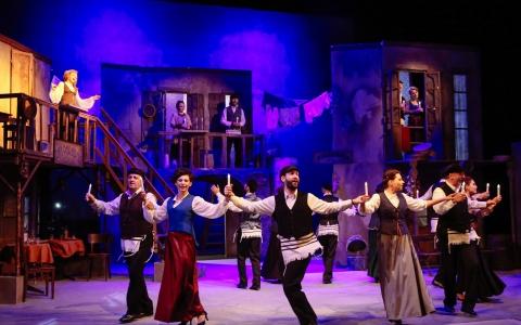 Mazl tov to spektakl muzyczny w języku polskim i jidysz. Reżyseria Gołda Tencer, Teatr Żydowski w Warszawie.