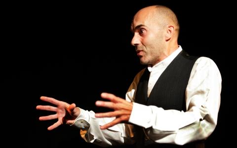 """Spektakl """"Pieśń nad pieśniami"""" jest adaptacją mało znanego opowiadania Szolema Alejchema. Reżyseria Maciej Wojtyszko."""