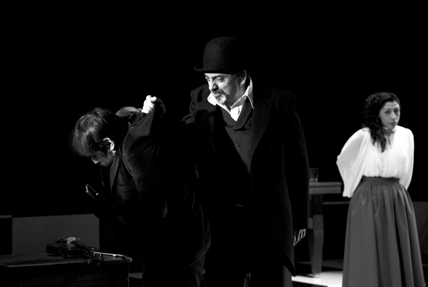 Kafka tańczy / reż. Lech Mackiewicz / fot. Adam Hanuszkiewicz / na zdjęciu Piotr Sierecki, Marek Węglarski i Katarzyna Post