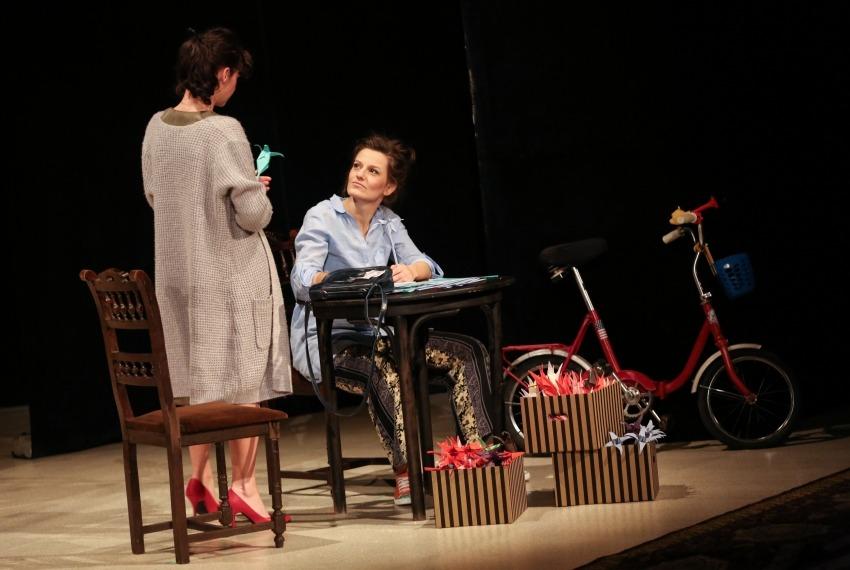 Ruchele wychodzi za mąż / reż. Jacek Papis / fot. M.Kuśmierz / na zdjęciu Joanna Rzączyńska i Małgorzata Trybalska