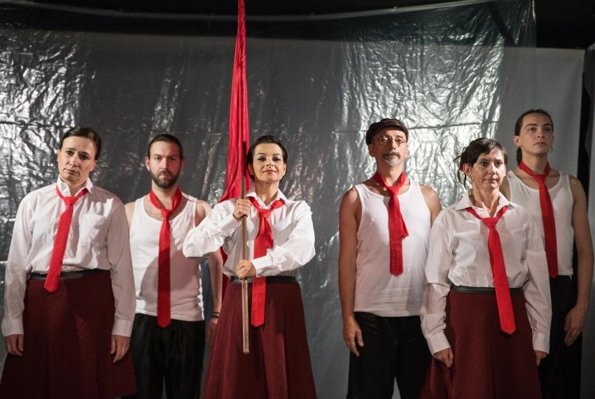 Śmierć pięknych saren / reż. Jan Szurmiej / fot. A.Wencel / scena zbiorowa